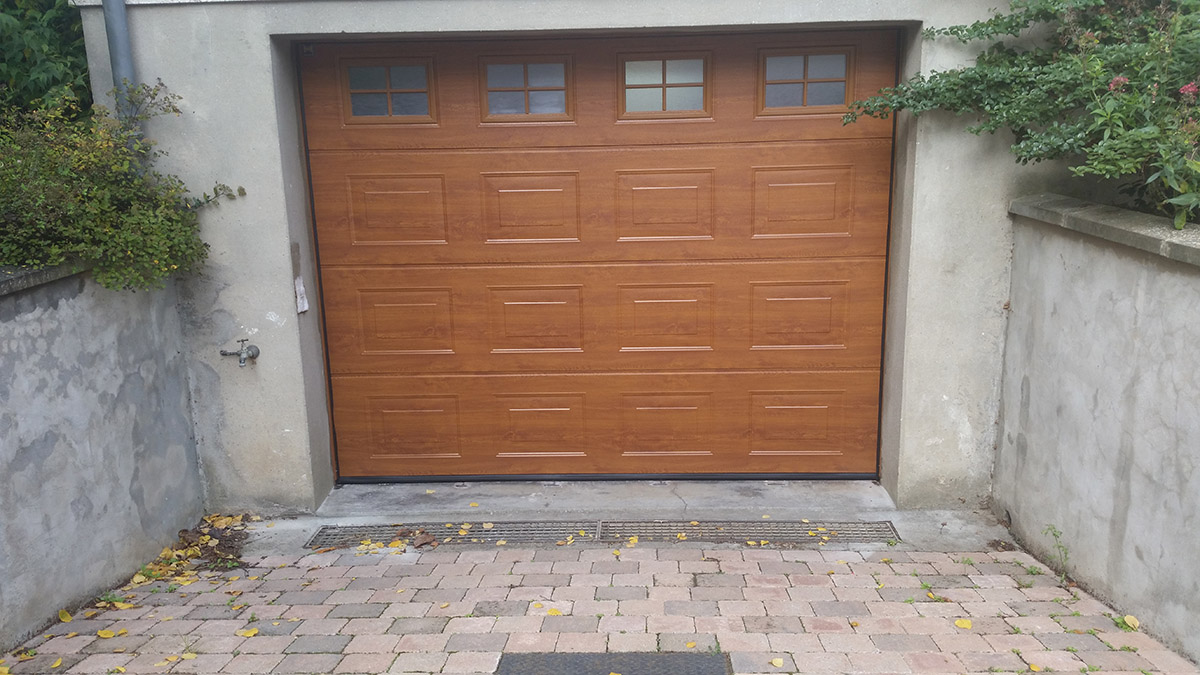 Portes de garage louvier et elbeuf par guillop denis for Garage dolpierre elbeuf